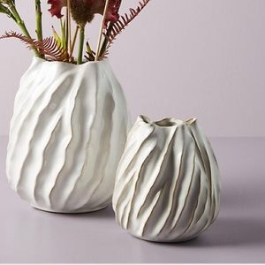 ✨Anthropologie Mooney Vase Ceramic White Grey✨